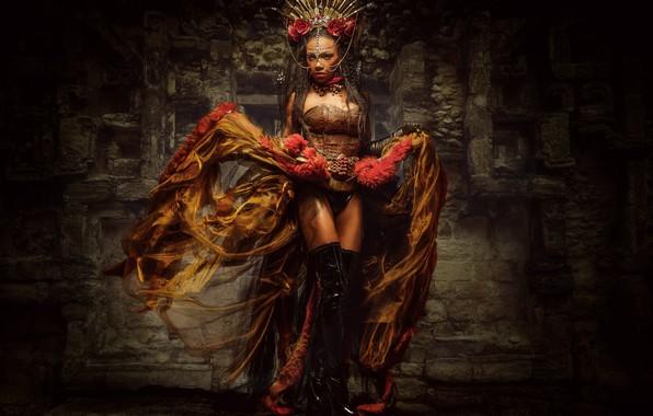 Картинка девушка, стиль, сапоги, корона, платье, Queen of Chicanna