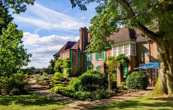 Картинка зелень, небо, трава, облака, деревья, дом, газон, Англия, дорожки, сад, солнечно, кусты, Oxfordshire, Nuffield Place