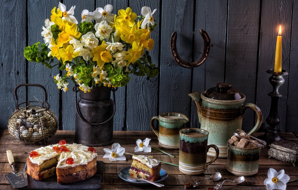 Картинка цветы, кофе, свеча, яйца, букет, чайник, торт, сахар, кружки, натюрморт, нарциссы, ложки, подкова