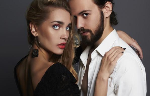 Картинка взгляд, девушка, украшения, любовь, фон, макияж, платье, прическа, пара, белая, мужчина, рубашка, шатенка, борода, парень, ...