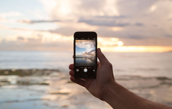 Картинка пейзаж, рука, камера, телефон, iphone, экран, снимок, айфон
