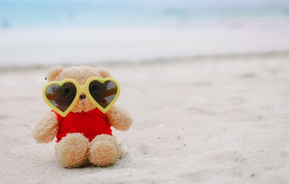 Картинка песок, море, пляж, лето, любовь, отдых, игрушка, очки, мишка, summer, love, beach, каникулы, bear, sea, …