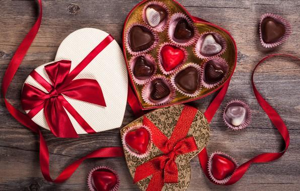Картинка любовь, подарок, шоколад, конфеты, сердечки, сладости, love, wood, romantic, hearts, chocolate, Valentine's Day, gift, candy, ...