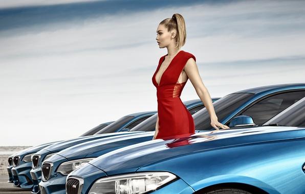 Картинка машины, модель, макияж, BMW, фигура, платье, прическа, блондинка, красотка, в красном, фотосессия, в ряд, Gigi …
