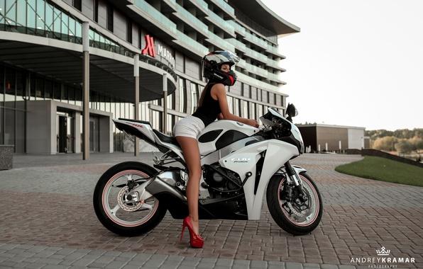 Картинка девушка, шорты, майка, мотоцикл, туфли, шлем, байкер, байк, Andrey Kramar, Наташа Комар