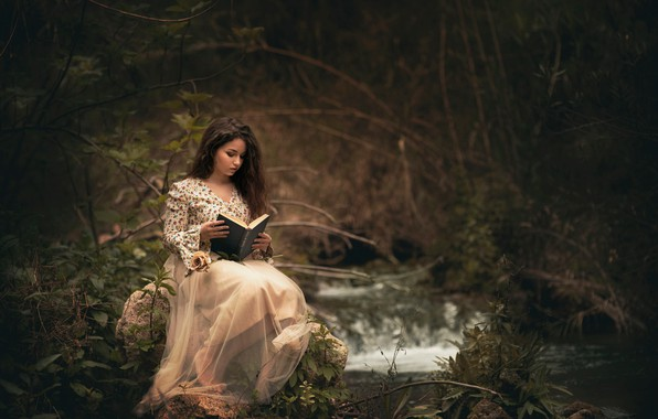 Картинка лес, девушка, книга, чтение, Carmen Gabaldon