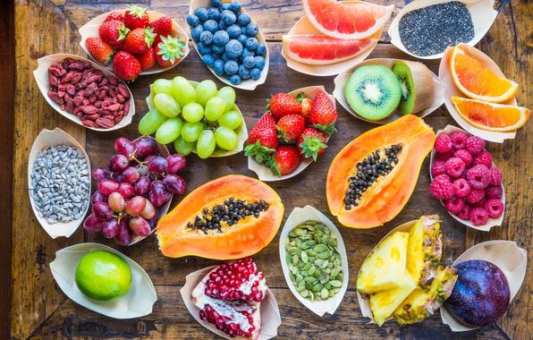 Картинка ягоды, малина, фон, дерево, апельсин, киви, клубника, виноград, лайм, фрукты, ананас, витамины, грейпфрут, дольки, гранат, ...