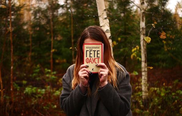 Картинка лес, девушка, природа, пасмурно, книга, Фауст