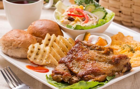 Картинка завтрак, мясо, салат, булочки, картофель