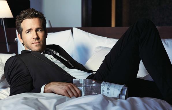 Картинка взгляд, лицо, костюм, постель, мужчина, рубашка, Райан Рейнольдс, Ryan Reynolds, фотосессия