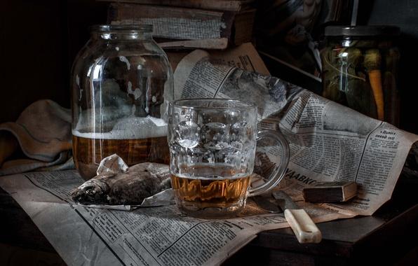 Картинка пиво, спички, рыба, нож, кружка, газета, банка, вобла