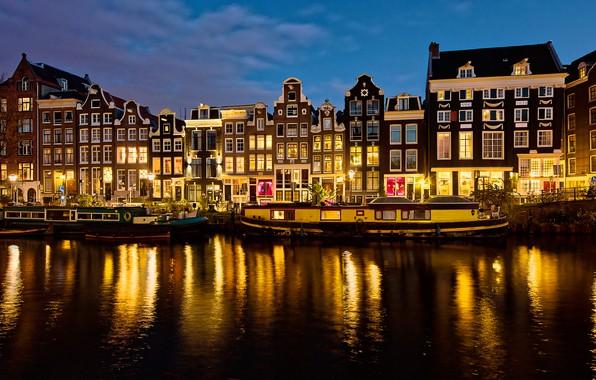 Картинка небо, огни, река, дома, вечер, Амстердам, фонари, канал, Нидерланды, велосипеды