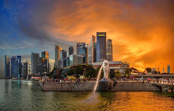 Картинка небо, мост, река, люди, дома, вечер, залив, Сингапур, зарево, фонтан, набережная, небоскрёбы, Merlion Park
