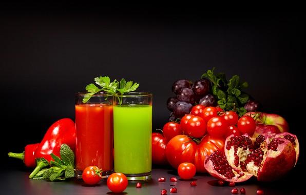 Картинка красный, сок, виноград, зелёный, стаканы, черный фон, помидоры, томаты, гранат