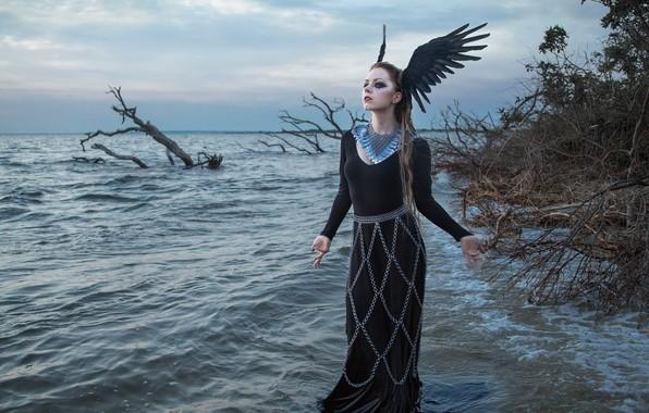 Картинка море, девушка, поза, ситуация, макияж, платье, цепи, крылышки, колье, Ashley Holly