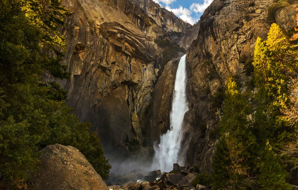 Картинка небо, солнце, облака, деревья, камни, скалы, водопад, США, Йосемити