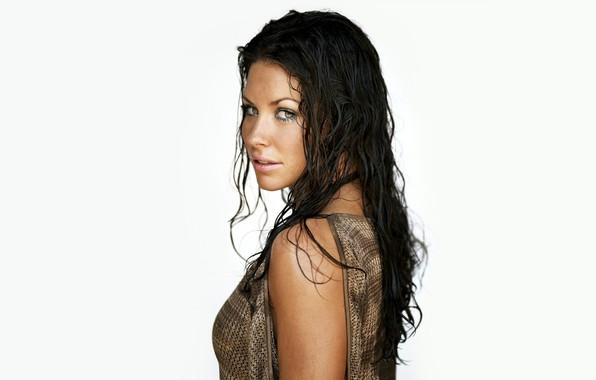 Картинка грудь, взгляд, девушка, лицо, фон, волосы, актриса, красотка, Evangeline Lilly, Эванджелин Лилли