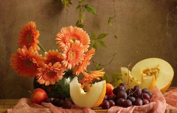 Картинка цветы, ягоды, яблоки, виноград, ткань, ваза, доска, фрукты, натюрморт, герберы, дыня