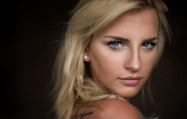 Картинка girl, Model, long hair, photo, blue eyes, beauty, tattoo, lips, face, blonde, portrait, mouth, simple …