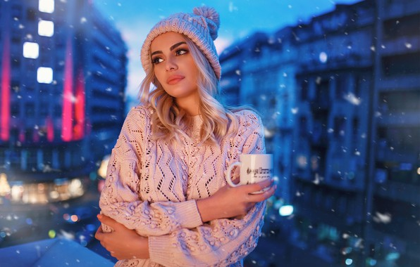 Картинка city, girl, long hair, hat, photo, photographer, blue eyes, snow, model, cup, bokeh, lips, face, …