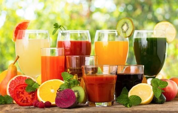 Картинка зелень, блики, ягоды, фон, бокалы, стаканы, фрукты, овощи, коктейли, боке, соки