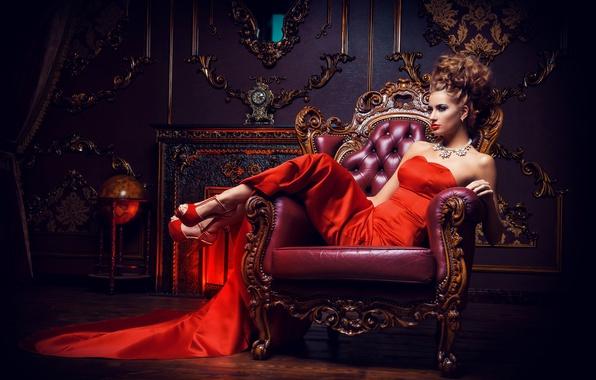 Картинка девушка, поза, интерьер, ожерелье, макияж, платье, прическа, туфли, шатенка, красивая, сидит, в красном, в кресле