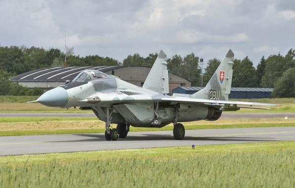Картинка истребитель, аэродром, MiG-29, МиГ-29, ВВС Словакии