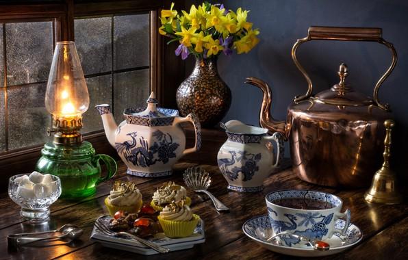 Картинка цветы, стиль, чай, лампа, букет, чайник, окно, чаепитие, кружка, сахар, натюрморт, нарциссы, кексы