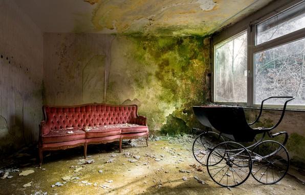 Картинка комната, диван, окно, коляска