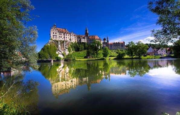 Картинка деревья, скала, отражение, река, замок, Германия, Germany, Баден-Вюртемберг, Baden-Württemberg, Sigmaringen Castle, Danube River, Зигмаринген, Sigmaringen, …