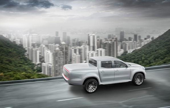 Картинка дорога, белый, небо, горы, город, движение, растительность, Mercedes-Benz, пикап, X-Class Concept