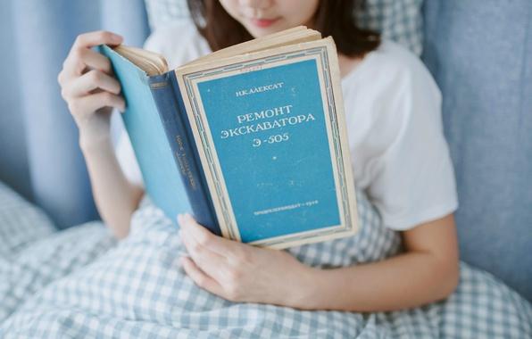 Картинка девушка, книга, экскаватор, Э-505