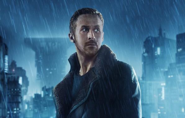 Картинка ночь, город, огни, фантастика, дождь, дома, куртка, триллер, постер, Ryan Gosling, Райан Гослинг, Бегущий по …