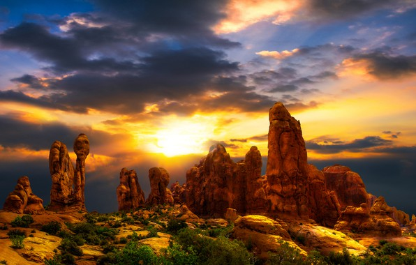 Картинка небо, солнце, облака, пейзаж, закат, тучи, природа, камни, скалы, краски, пустыня, жара, растения, Юта, США, …