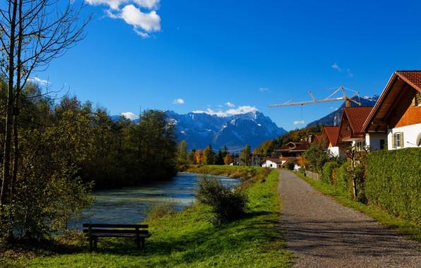 Картинка дорога, осень, лес, небо, трава, солнце, облака, деревья, горы, скамейка, река, дома, Германия, кусты, Oberau