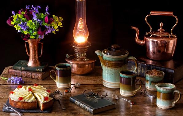 Картинка цветы, лампа, кофе, букет, чайник, очки, тюльпаны, торт, книга, натюрморт