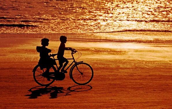 Картинка море, велосипед, дети, берег, Индия, силуэт, блик, Гоа, пляж Палолем