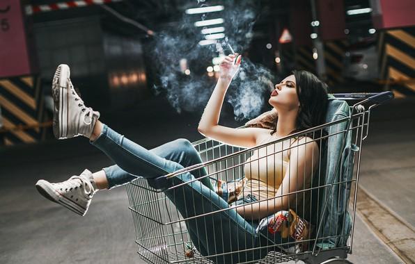 Картинка девушка, поза, настроение, ноги, кеды, ситуация, джинсы, сигарета, тележка, Антон Харисов, Валерия Гончарова