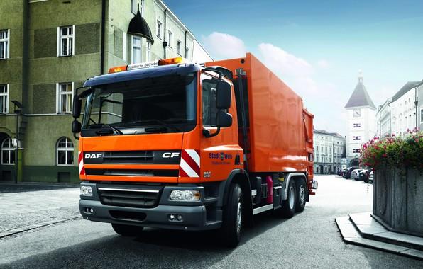 Фото обои DAF CF75.310 FAN, DAF, ДАФ, город, площадь, мусоровоз, оранжевый, 6х2, бортовая платформа, EEV