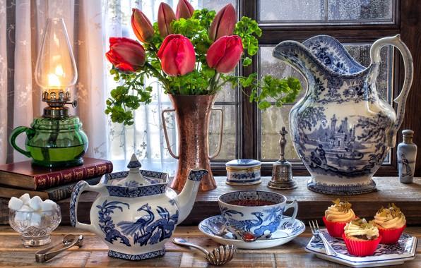 Картинка цветы, стиль, чай, книги, лампа, окно, чаепитие, тюльпаны, сахар, сервиз, кексы