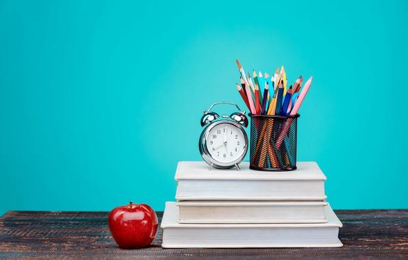 Картинка стол, фон, часы, книги, яблоко, карандаши, будильник, разноцветные