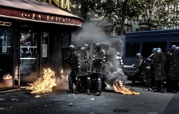 Картинка город, огонь, улица, дым, полиция, Хаос, щиты, беспорядки