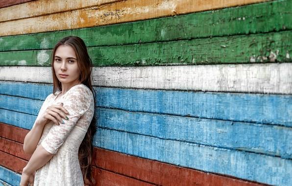 Картинка взгляд, девушка, стена