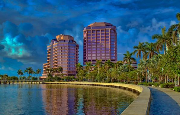 Картинка небо, солнце, облака, деревья, пальмы, здания, дома, Флорида, залив, США, набережная, West Palm Beach