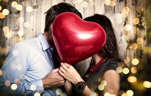 Картинка девушка, украшения, красный, блики, фон, сердце, платье, пара, рубашка, шатенка, парень, сердечко, День святого Валентина, …