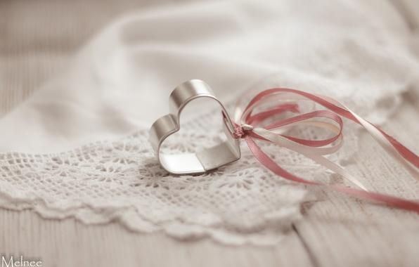 Картинка сердце, лента, платок