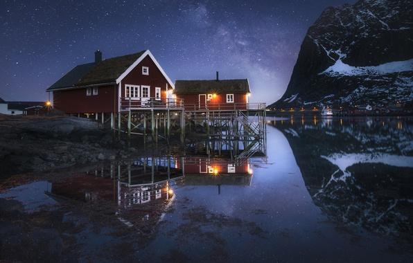 Картинка вода, горы, ночь, отражение, дома, Норвегия, Млечный путь, Norway, фьорд, Нурланн, Лофотенские острова, Reine, Lofoten, …