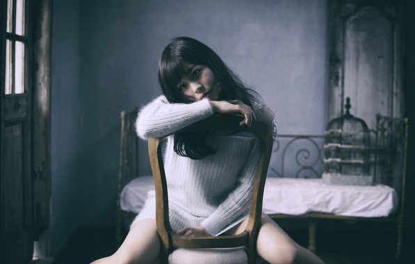 Соло девушки с ножкой стула