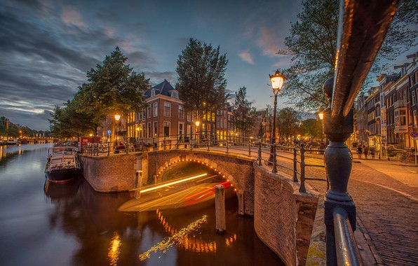 Картинка деревья, мост, огни, здания, дома, вечер, Амстердам, фонарь, канал, Нидерланды, Amsterdam, Netherlands