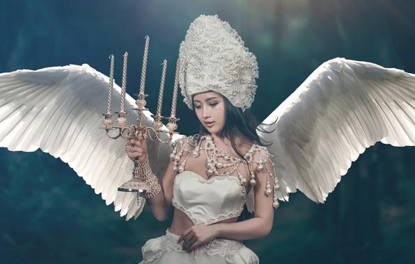 Картинка девушка, стиль, фон, крылья, ангел, свечи, азиатка, браслеты, подсвечник, головной убор